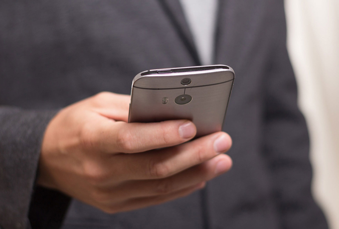 Man using a mobile phone to access MensLine Australia Changing for Good program